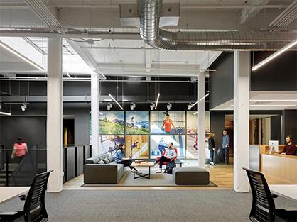 办公室空间装修是选择贴墙纸还是刷油漆?