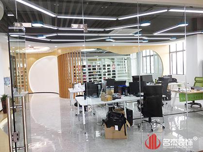 广州办公室装修设计怎样结合美学和灵活性?