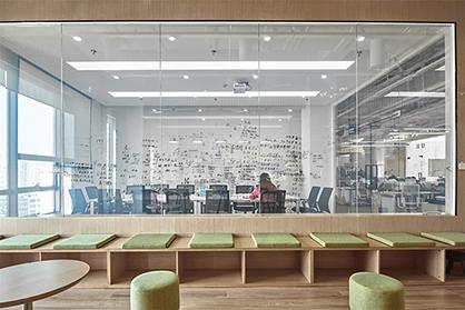 广州办公室装修设计不能忽略员工区的设计