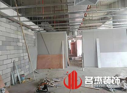 巡工地日记,广东金智成空调科技办公室装修项目紧张进行中